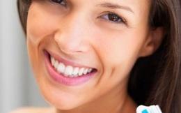 Thức dậy buổi sáng, nên đánh răng hay uống nước trước?