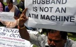 Để chống bạo lực gia đình, các bà vợ có thể sẽ bị phạt 500.000 đồng nếu giữ hết lương chồng
