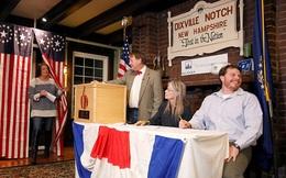 Lý do chỉ 8 cử tri đi bầu ở thị trấn đầu tiên, nhưng thắng lợi của Clinton đầy giá trị