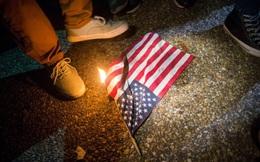 """Tòa án Tối cao Mỹ nói gì về lệnh """"đốt cờ, bỏ tù"""" của ông Trump"""