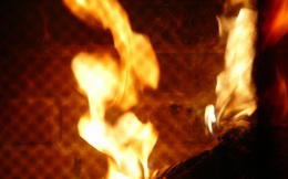 Gã thanh niên trẻ đốt người tình như đốt đuốc