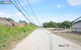 Xe ben kéo đổ 8 cột điện, cô gái hốt hoảng vứt xe bỏ chạy