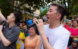 Mr Đàm: Sáng đến vùng lũ, tối về hát từ thiện ủng hộ miền Trung