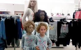 Cô bé 3 tuổi tìm được chị em sinh đôi khi đi mua sắm, đến cả người mẹ cũng phải bất ngờ