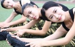 """Vẻ đẹp của các nữ sinh học quân sự khiến cả trường """"náo loạn"""""""