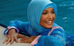 Ngỡ ngàng với đồ tắm diện khi đi bơi của phụ nữ Hồi giáo