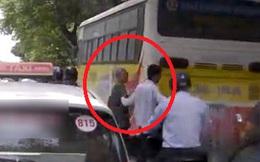 Hành động của tài xế taxi với người ăn xin khiến đại gia ngượng chín mặt