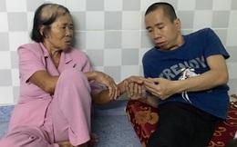 Đoạn kết nghẹn ngào của tình mẫu tử cặp song sinh Việt - Đức: Cái nắm tay lần đầu sau 35 năm