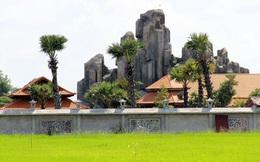 Việt kiều xây núi nhân tạo trong khu nghỉ dưỡng không phép