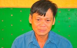 Người đàn ông giết vợ khóc tại cơ quan điều tra