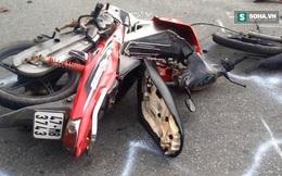 Xe máy gãy lìa phần đầu sau cú đâm vào hông ô tô 7 chỗ