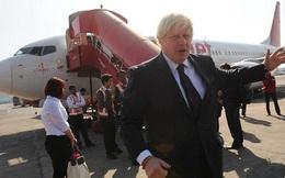 Máy bay chở tân ngoại trưởng Anh hạ cánh khẩn cấp
