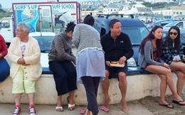 Hình ảnh gây sốc của cựu Thủ tướng Anh David Cameron sau khi từ chức