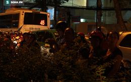Đám đông hiếu kỳ gây tắc nghẽn giao thông trong đám cưới của Hari Won - Trấn Thành
