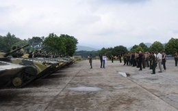 Đoàn Tùy viên Quốc phòng các nước thăm sư đoàn bộ binh cơ giới Việt Nam!