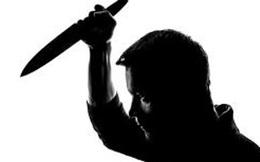 Chồng đâm vợ trọng thương vì nghi ngoại tình