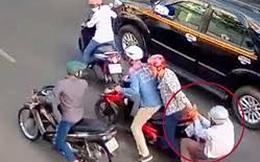 Đang chở con 4 tuổi, người phụ nữ vẫn dũng cảm bắt được tên cướp đường phố