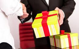 Các địa phương không được lên Trung ương tặng quà