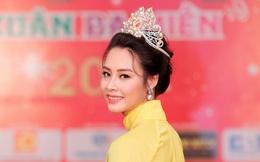 Hoa hậu Biển Thùy Trang xuất hiện xinh đẹp với áo dài truyền thống