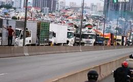Hai xe container va chạm trên cầu Phú Mỹ, ùn ứ kéo dài hơn 2 giờ