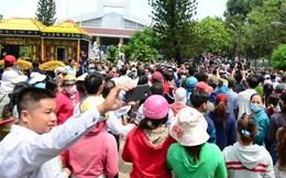 Trực Tiếp: Người dân kéo đến chụp ảnh, gia đình Minh Thuận đau xót nhưng bất lực