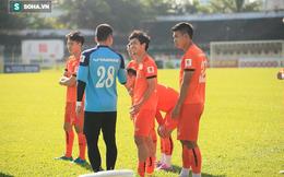 Đối thủ lui vào nghỉ ngơi, tại sao ĐT Việt Nam vẫn cố lao vào sân tập?