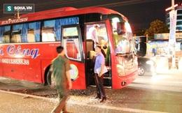 Côn đồ chặn xe đập phá, hàng chục hành khách hoảng loạn kêu cứu