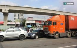 """3 xe """"dính"""" nhau trên xa lộ Hà Nội, hàng ngàn phương tiện ùn ứ"""