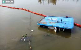 Phụ nữ, trẻ em kêu cứu trên sà lan chở 400 tấn thép đang chìm dần xuống sông