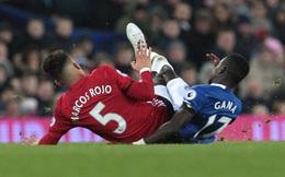 CLIP: Sao Man United thoát thẻ đỏ sau pha phạm lỗi rùng rợn