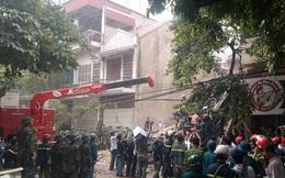 Vừa đưa thi thể nạn nhân cuối cùng vụ sập nhà ở Cửa Bắc ra ngoài