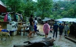 Nghệ An: Lũ về ngập nhà, cuốn trôi 4 ô tô tải