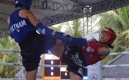 """Nữ võ sĩ Việt đá """"sấp mặt"""" đối thủ Trung Quốc sau tiếng còi 10 giây"""