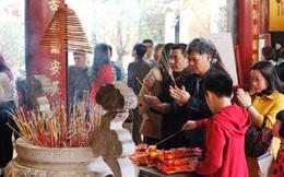 Đi chùa đầu năm sắm lễ, khấn vái thế nào cho đúng?
