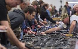 Cửa hàng súng ở Mỹ đại hạ giá đề phòng bà Clinton đắc cử