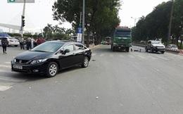 Hà Nội: 4 ô tô tông nhau cuốn 2 thanh niên vào gầm, xe Honda Civic bẹp dúm