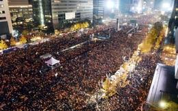 Tỉ lệ ủng hộ Tổng thống Park gần chạm đáy, biểu tình rầm rộ