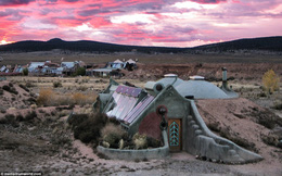 Những ngôi nhà đặc biệt có giá hàng triệu đô được xây để đối phó với ngày tận thế