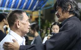 Tiếng hát của người cha già trong đám tang của Minh Thuận