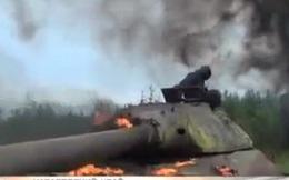 Lính Nga tập thoát chạy khi xe tăng bị nướng chín