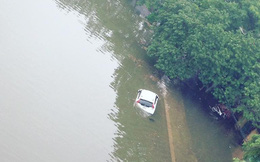 """15 hình ảnh """"thất thủ sau trận mưa lớn"""" ở TP HCM và Hà Nội"""