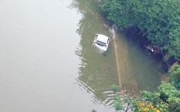 """10 hình ảnh """"lạ"""" trong trận ngập nặng ở Hà Nội"""