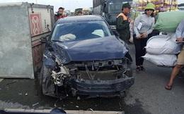 Tai nạn liên hoàn giữa 3 ô tô trên cầu Vĩnh Tuy gây ách tắc nghiêm trọng