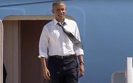 """[Video]: Đi nhờ Air Force One, Bill Clinton mải """"buôn chuyện"""", để Obama gọi khản cổ"""
