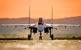 """Su-30SM mang """"lỉnh kỉnh"""" vũ khí, bay liền 3.000km, phi công đang đào tạo: Trấn Biển Đen!"""