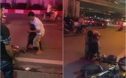 Người chủ la khóc, ôm chặt chú chó bị đâm giữa phố Hà Nội