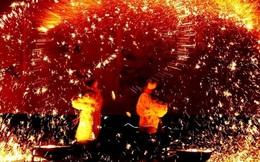 """Bạn có tin không, đây là màn """"múa lửa"""" cùng thép nóng nghìn độ đấy!"""