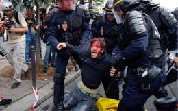 """[VIDEO] Biểu tình biến tướng thành bạo động, Paris """"đổ máu"""""""