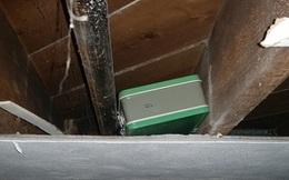 Bỗng nhiên nổi hứng đi dọn nhà, cặp vợ chồng sốc khi phát hiện chiếc hộp chứa cả gia tài bên trong