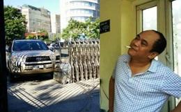 Xử phạt tài xế mạo danh phóng viên, lái xe húc cổng UBND tỉnh